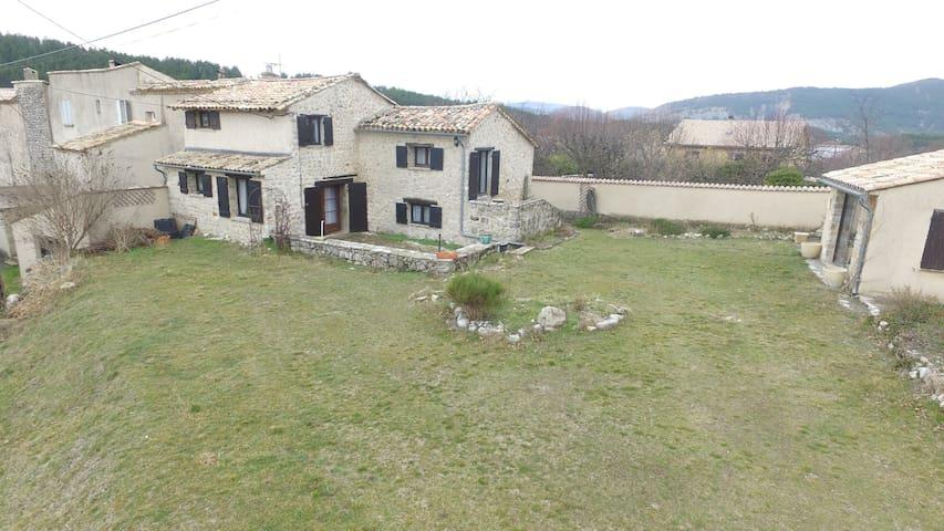 Charmante maison de village provençale - Mévouillon - Hus