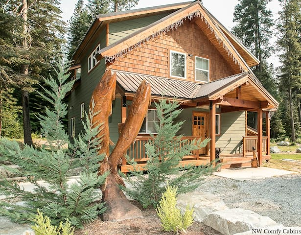 Salmon Chalet-private hot tub, WiFi, Directv, propane BBQ/Firepit too- Salmon Chalet-2 Bedroom, 2 Bathroom