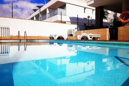 Family apartment with pool, 3 min to the ocean.