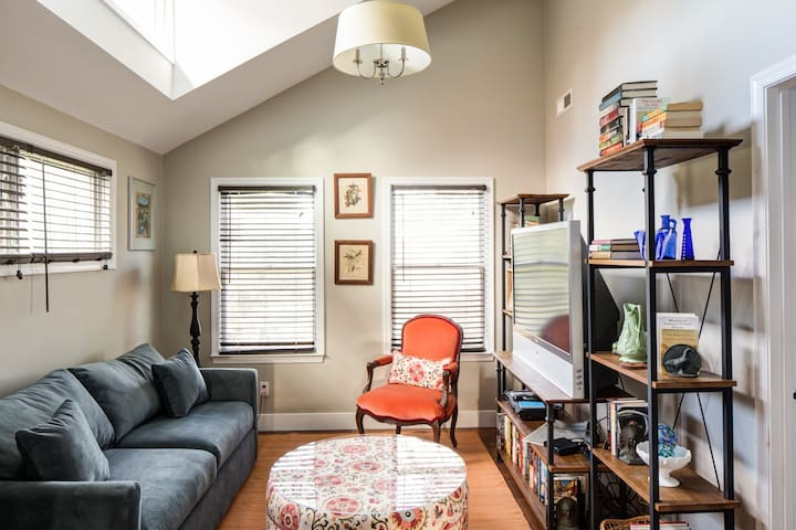 Guest House on Locust | Charming guest house near Downtown C`ville