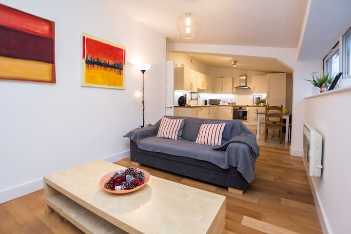 Splendid, Newly-Refurbished 2 BDR Apt, Brixton