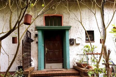 kleines individuelles Apartment im Grünen