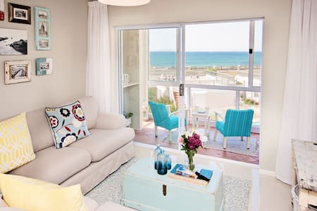 DREAM APARTMENT + BALCONY on the SEA - Port Elizabeth - Lägenhet