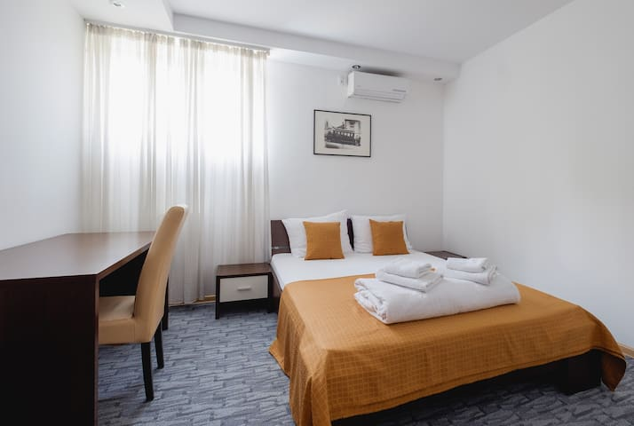 Large Family Apartment with kitchen and balcony - Beograd - Lägenhet