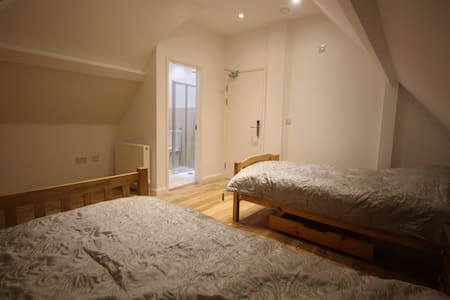Twin ensuite 25 mins to C. London - Purley