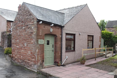 Cosy self catering cottage on Hadrian's Wall path