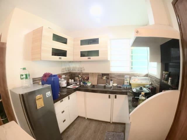 杜马盖地道因市场 独栋别墅单房间出租共两间 有厨房近各种潜店 交通方便 - 杜马盖地 - Bed & Breakfast