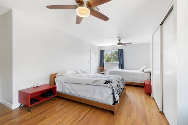 2 Queen-bed room close to UCR (modern style) 讲中文