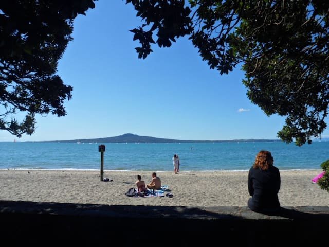 Kohimarama - convenience, cafes, close to beach! - Auckland - Stadswoning
