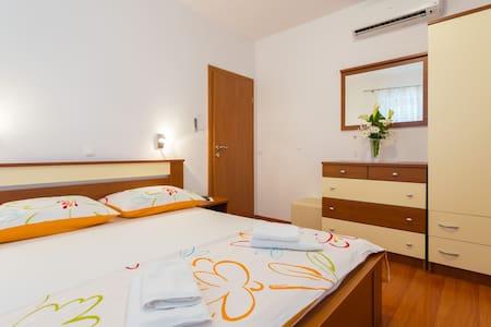 Apartment with Sea view - Slavica 5 - Pomena - Apartemen