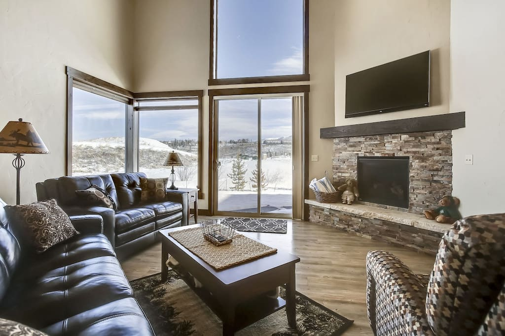 "Fantastic great room with beautiful views and a 65"" smart TV with free Netflix's."