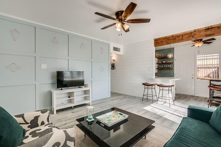 WOW !New! Central Phoenix Luxury Remodeled Condo