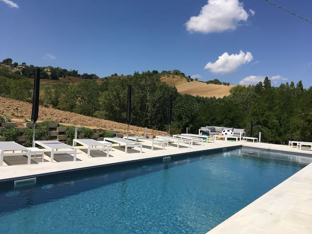BEAUTIFUL VILLA WITH POOL & YOGA ROOM IN LE MARCHE