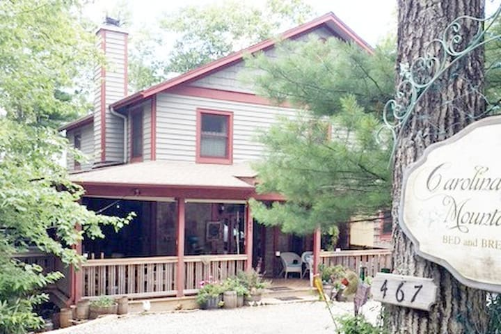 Boone B & B offers 5 BR for larger groups