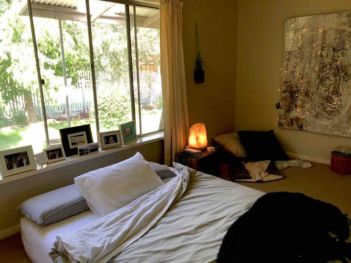 Retreat Room Bright Cottage & Mountain Wellness Co