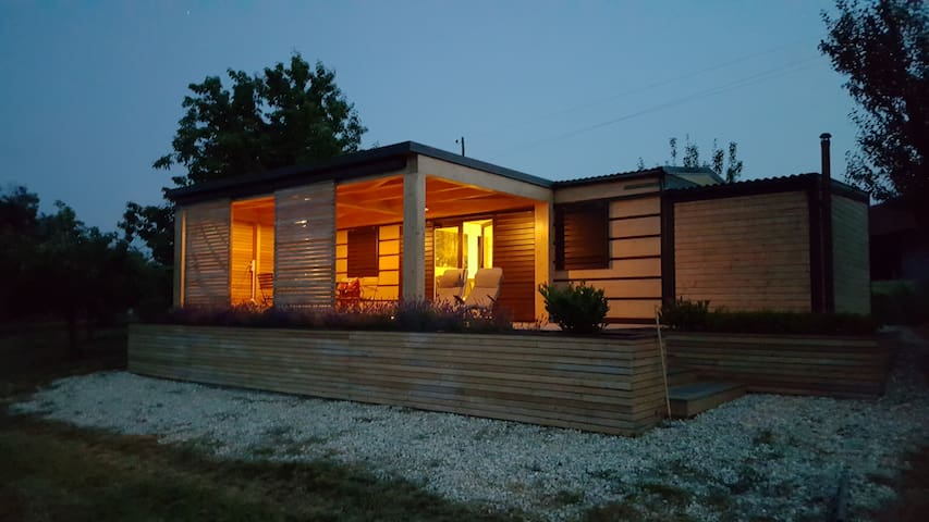 Lenka's 2-bedroom cabin surrounded by pure nature - Hrašenski Vrh - Cabin