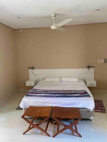 Amplio dormitorio principal. Suite número 1. Matrimonial cama de 1,60