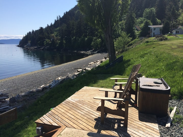 Low Bank WATERFRONT Home w/SPECTACULAR VIEW!