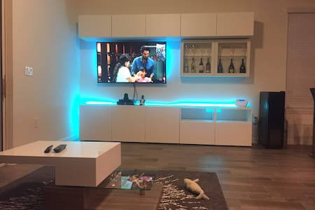 Modern home with private room available near UCF - 奥维耶多(Oviedo) - 独立屋