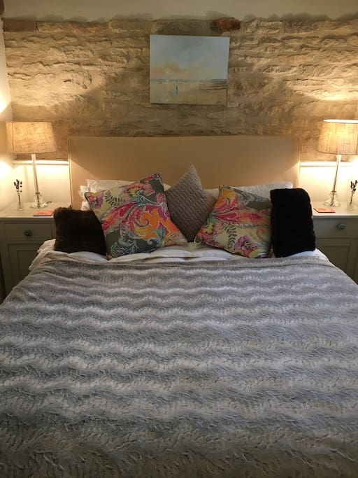 kingsize bed with Egyptian cotton sheets