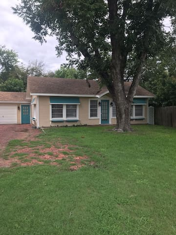 Teal Treasure - Cozy Cottage near TCU/Colonial