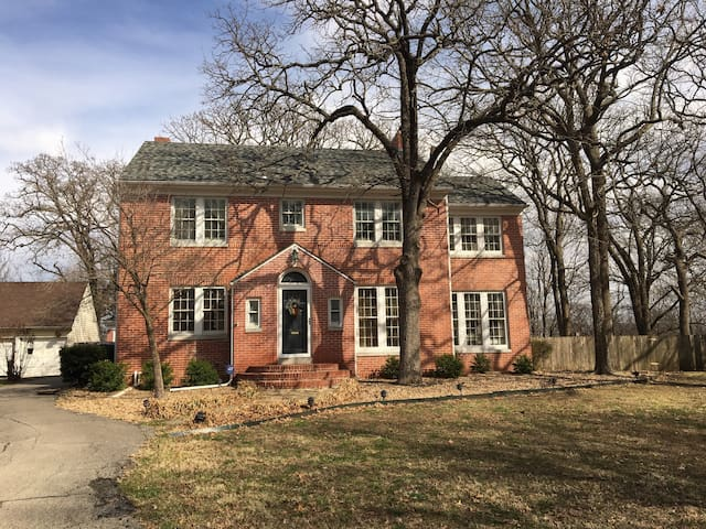 Charming 4 Bdrm w/Family & Party Rm - Independence