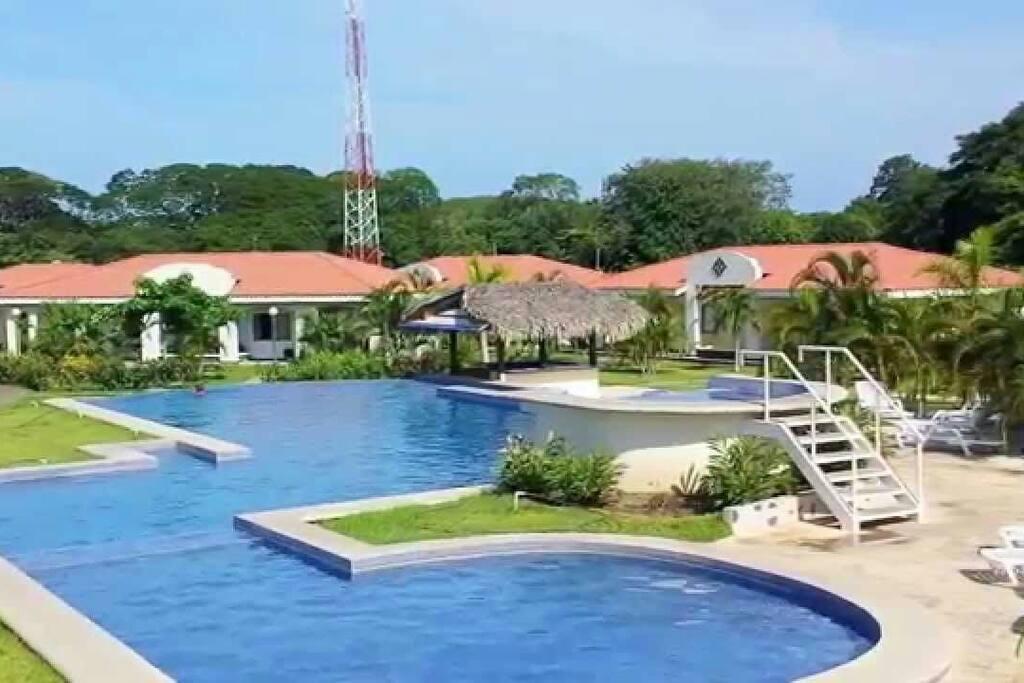 Tropical village house case in affitto a potrero for Case affitto costa rica