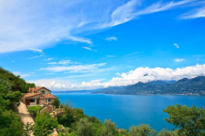 Italian Dew Villa in Most Fascinating Location
