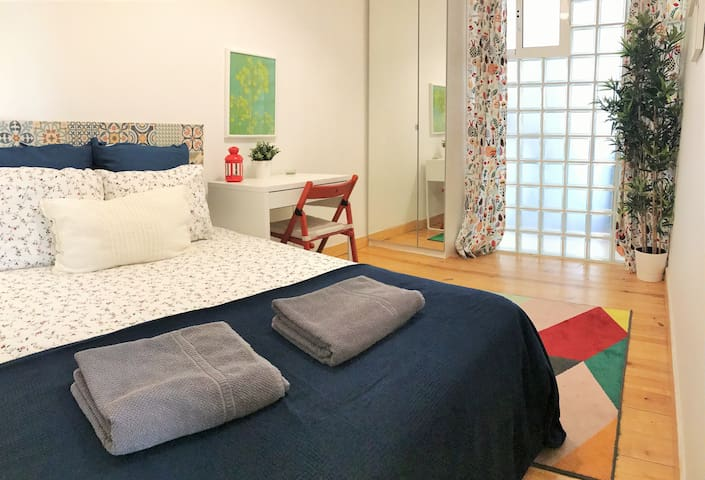 C7  Charming room in Spacious flat! Auto check-in