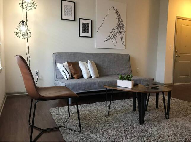 Stylish and Comfy! Close to Parks/OCCC/Shopping