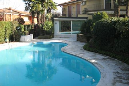 Villa con piscina - Desenzano del Garda