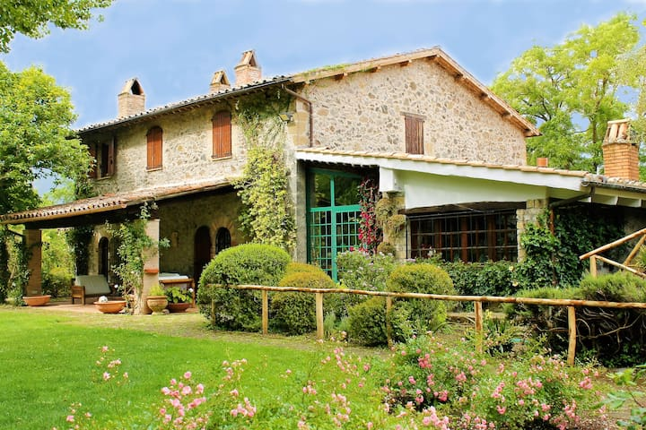 Great Villa with swimming pool and botanical park