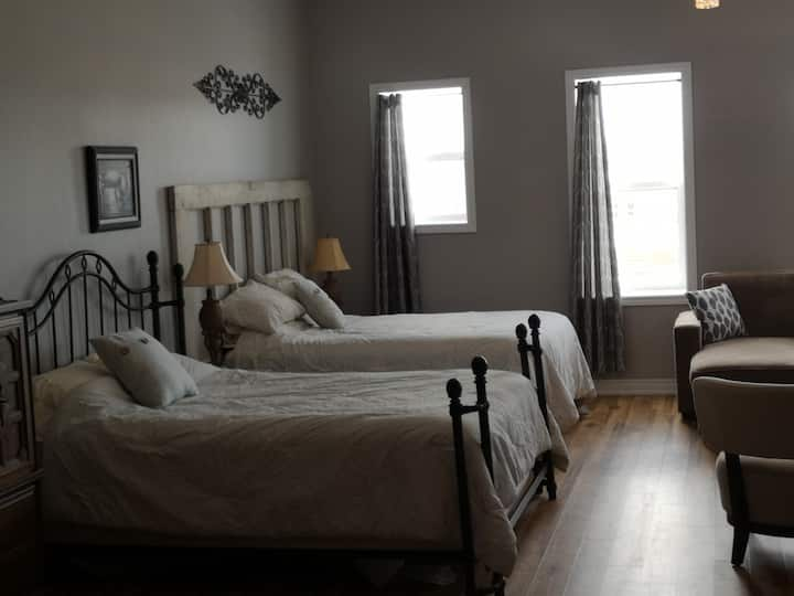 Large studio apartment on Welland Canal