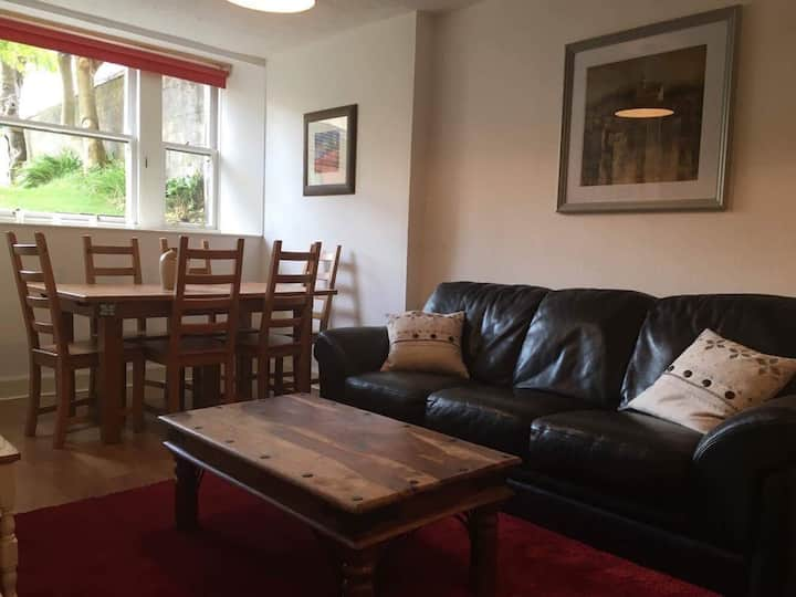West-End Glasgow flat with private parking&garden