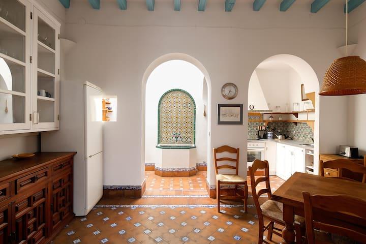Lirio. 4 bedrooms, terrace, free parking