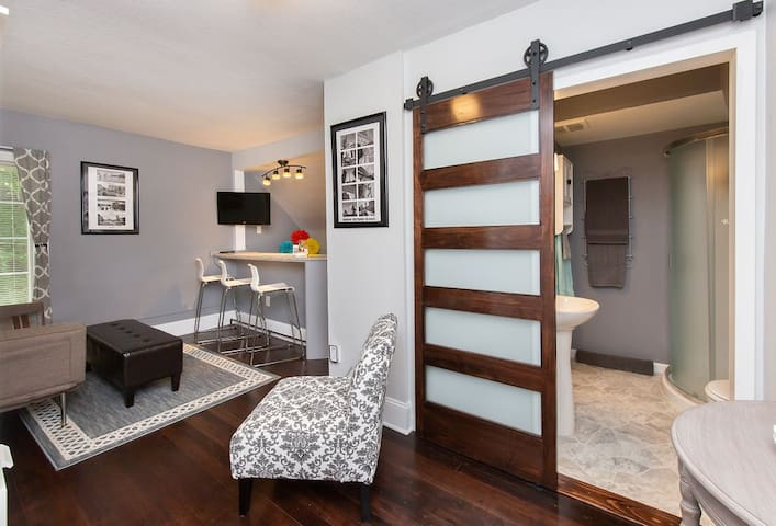 Heart of Fargo: 5-Star Private Flat 1 Bed/1 Bath