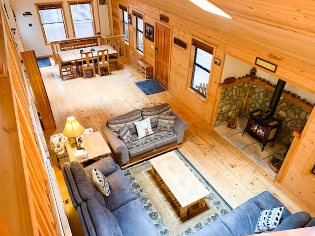 Updated Arnold cabin! Sleeps 14 in beds, K9s ok!