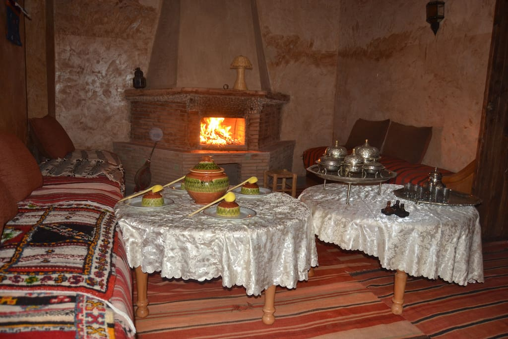 Our guest can feel as in them house, to us kitchen, to spend the time in this salon making the fire in the chimney.