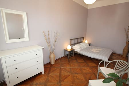 Private room 10 mins walk to Charles Bridge - Prag - Bed & Breakfast