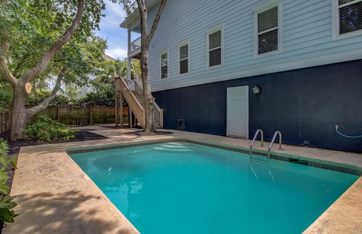 Private Pool at 7 33rd