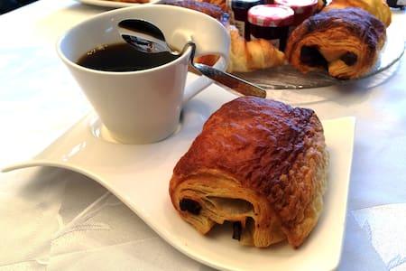 Chambre Dorée & petit déjeuner. - Saint-Laurent-Blangy - Hus