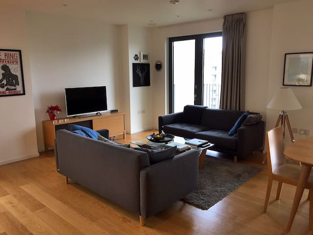 Modern East London Flat, Excellent Transit Links!