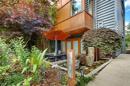 Stunning studio in trendy house, Unit A - Seattle - Apartment