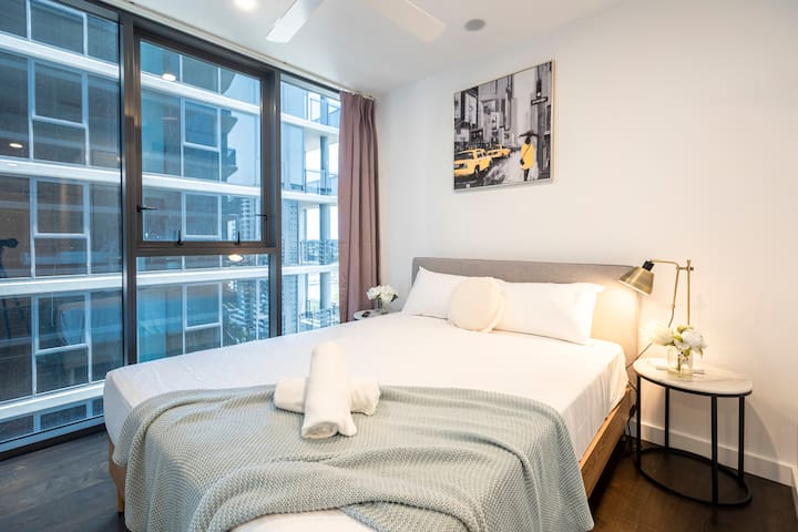 😊Your Comfy 1BR Apt w/ Study Table at SouthBank😊