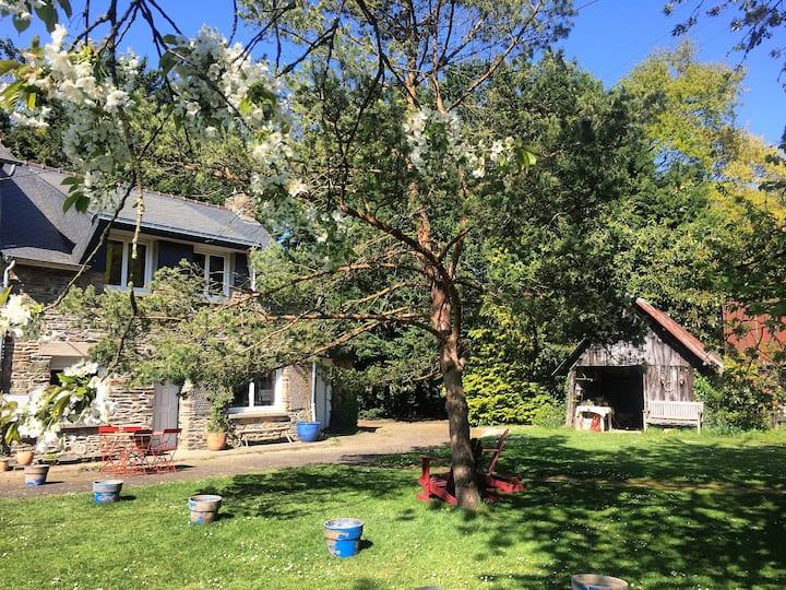 Agréable maison à la campagne avec grand jardin