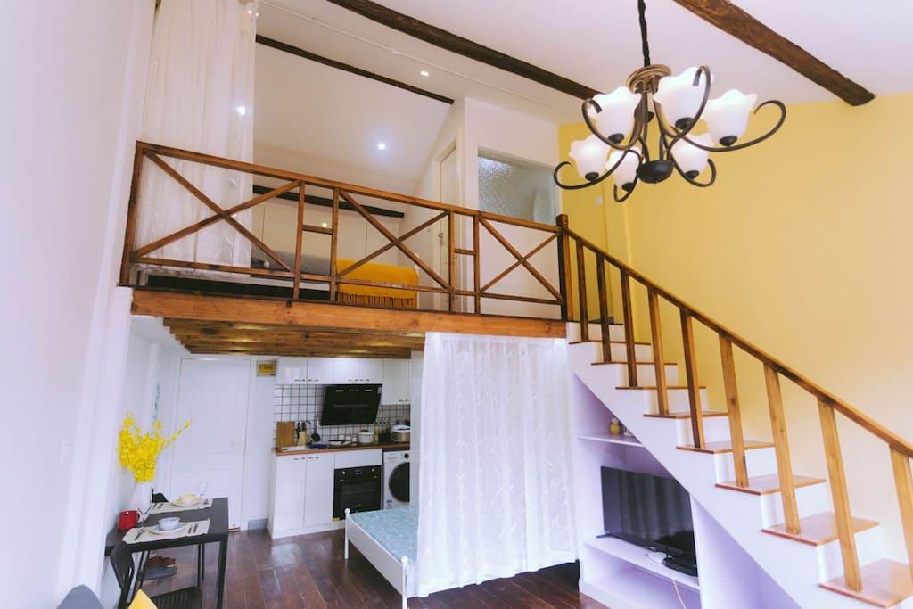 一楼卧室客厅厨房,二楼卧室卫生间