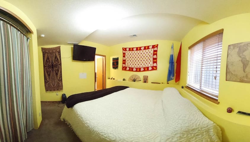 King bed, Private Bath, Close to CSU and Foothills - Fort Collins - House
