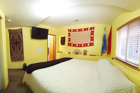 King bed, Private Bath, Close to CSU and Foothills - Fort Collins - Talo