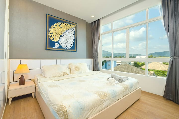 Relax in your home away from home in this modern and spacious bedroom with king size bed (6ft).