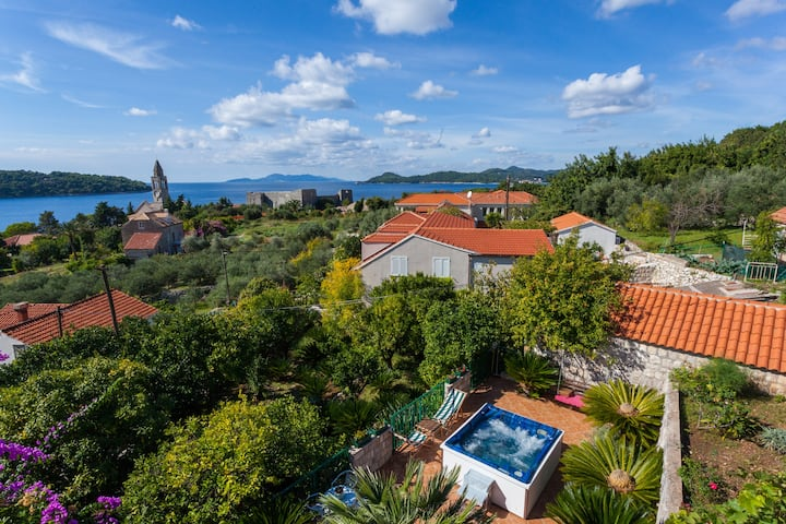 Vila Aska - your new home with a sea view